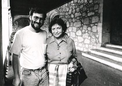 10 Alencart y Olga Orozco (1991, foto de Enrique Hernández D'Jesús)