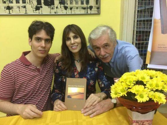 2 Con su hijo Arthur y su marido, Germano Gerhardt. También con Discurso para Desiertos