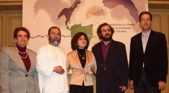 4 Julieta Dobles, Efraín Bartolomé, Jacqueline Alencar, A. P. Alencart y José Marmol, en la Cumbre Poética Iberoamericana (Salamanca, 2005)