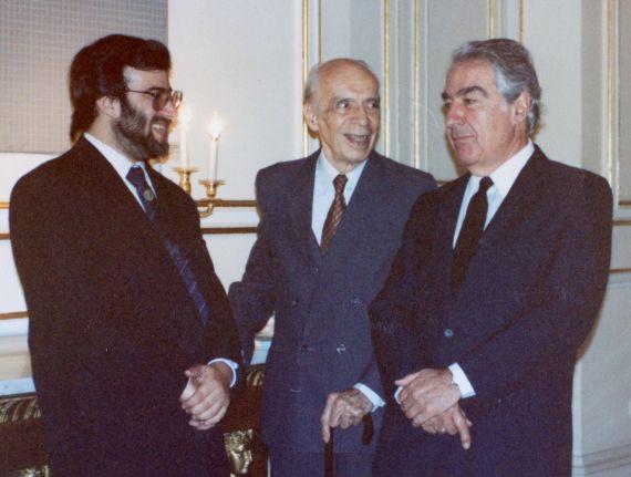 4A A. P. Alencart, Emilio Adolfo Westphalen y Álvaro Mutis (Palacio Real de Madrid, 1991, foto de Jacqueline Alencar)