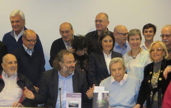 5 Con un grupo de poetas iberoamericanos, en el Centro de Estudios Brasileños (Foto de J. Alencar)