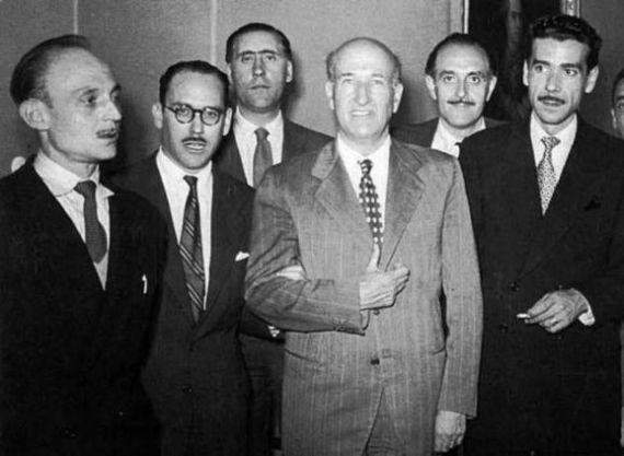 3 Suárez Carreño, con gafas, entre José Hierro y Ricardo Gullón. Adonáis. La colección Adonáis de poesía