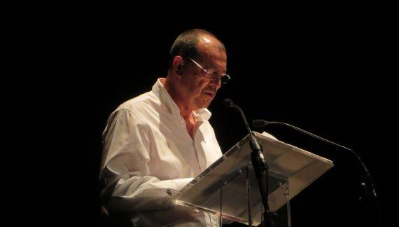 6 José Antonio Santano leyendo en el Teatro Liceo de Salamanca (foto Jacqueline Alencart 2018)