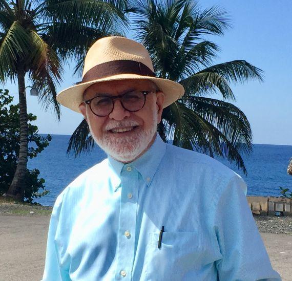 9 El poeta y ensayista David Cortés Cabán