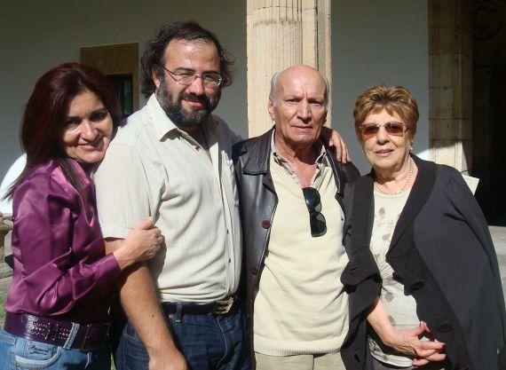 2 Alfredo Pérez Alencart y Albano Martins, con sus esposas Jacqueline y Kay, el Colegio Fonseca (2009)