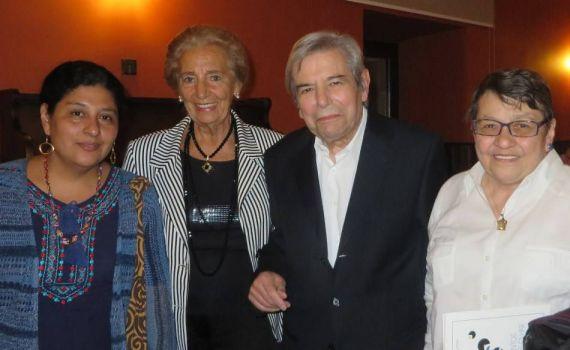 2 Pilar Fernández Labrador y António Salvado, con la boliviana Paura Rodríguez Leytón y la cubana Lilliam Moro,ganadoras de la IV edición (foto J. Alencar)