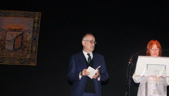4 Drago Stambuk y Zeljka Lovrencic, leyendo en el Teatro Liceo (foto de Mladen Budimir)