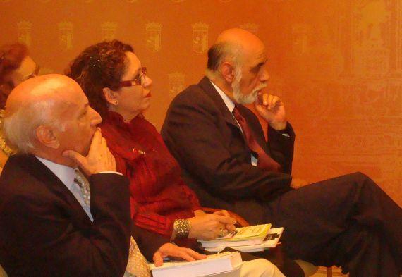 8 Albano Martins, Edda Armas y Juan Antonio Massone (Chile), en el Ayuntamiento de salamanca (foto de Jacqueline Alencar)