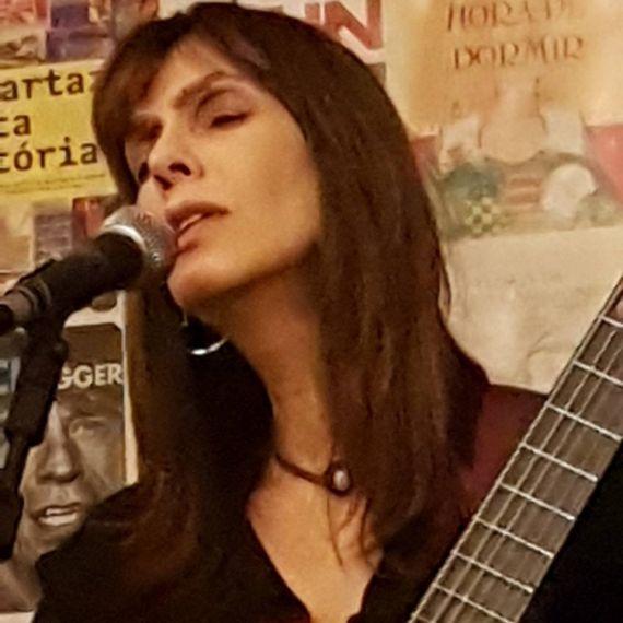 8 Denise cantando en Casa das Rosas