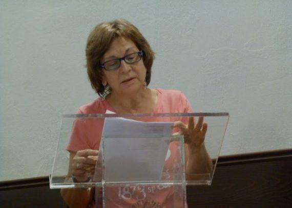 9 Natividad Gómez Bautista leyendo en el Aula Dorado Montero del Edificio Histórico de la Universidad de Salamanca (SonLetras)