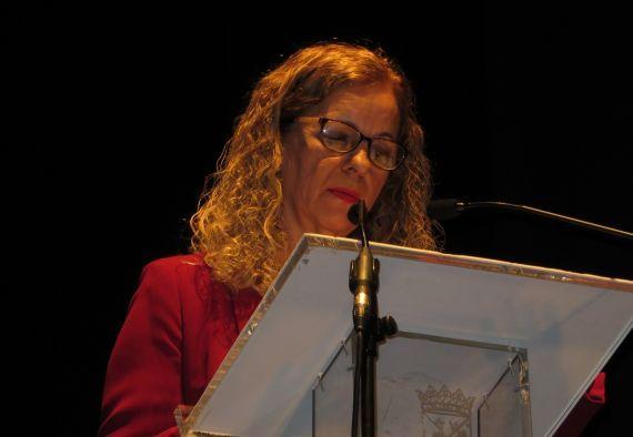 1 Cecilia Álvarez leyendo en el Teatro Liceo de Salamanca (foto de Jacqueline Alencar)