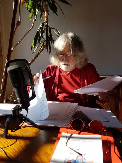 3 Alves de Faria grabando sus poemas en Salamanca