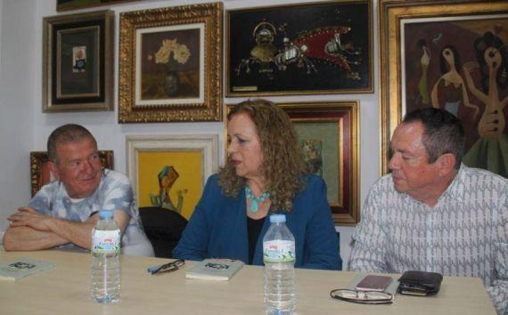 4 Cecilia Álvares durante la presentación, con Anghel Morales García y Juan Francisco Santana(foto de Inma Flores)