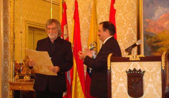 4 El alcalde Lanzarote declara huésped distinguido a Álvaro Alves de Faria (foto de J. Alencar)