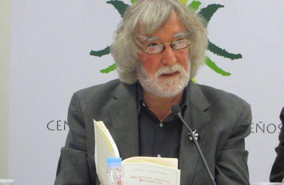 5 Alvaro Alves de Faría leyendo en el Centro de Estudios Brasileños de la Universidad de Salamanca (foto de J. Alencar)