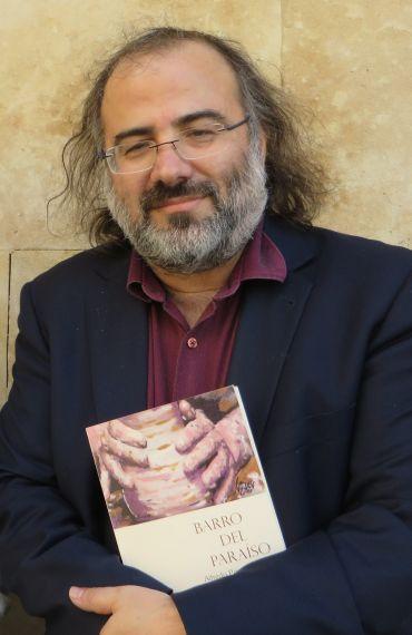 1 Alfredo Pérez Alencart con su 'Barro del Paraíso (foto de Jacqueline Alencar)