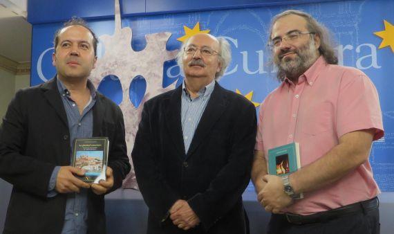 8 Alfredo Rodríguez, Antonio Colinas y Alfredo Pérez Alencart, antes del acto