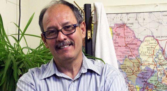 1 El poeta salvadoreño Sergio Inestrosa