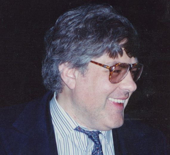 1 Juan Gustavo Cobo Borda en Salamanca (1993, foto de Jacqueline Alencar)