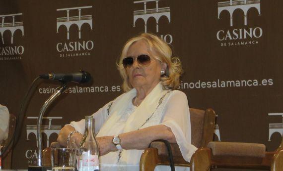 1 La poeta Araceli Sagüillo en el Casino de Salamanca (foto de Jacqueline Alencar)