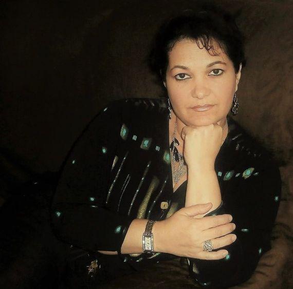 1 La poeta y ensayista cubana Odalys Interián