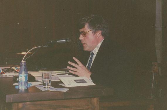 8 Cobo Borda durante su conferencia (foto de Jacqueline Alencar)