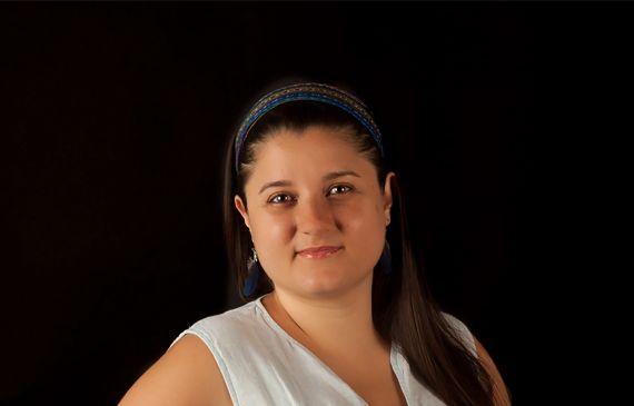 1 La poeta Paola Valverde