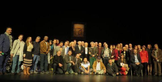 1 Parte de los poetas invitados al XXI Encuentro, en el Teatro Liceo (foto de Jacqueline Alencar)