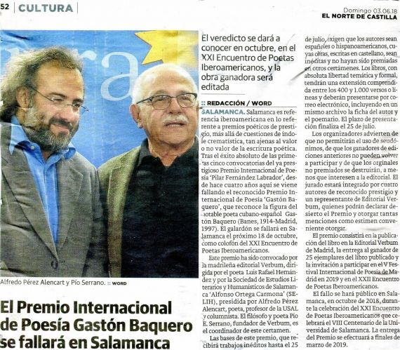 3 Alencart y Serrano, presentando una edición pasada del Premio Gastón Baquero