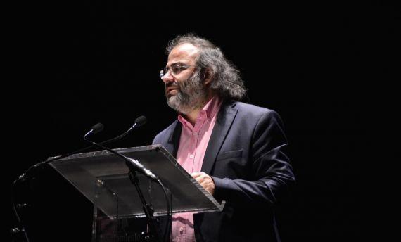 4 Alfredo Pérez Alencart, coordinados de los Encuentros de Poetas Iberoamericanos, en el Teatro Liceo de Salamanca (foto de José Amador Martín)